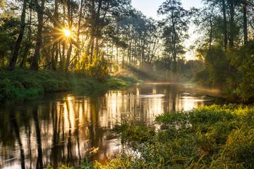 Rzeka Rawka, Jesienny świt nad rzeką - fototapety na wymiar