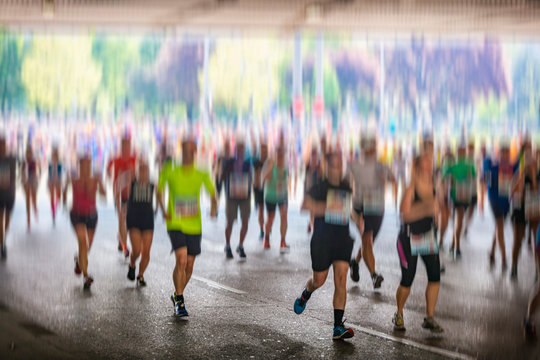 marathon runners in the city