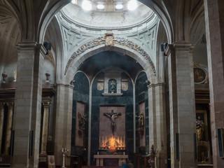 Altar in einer Kirche irgendwo in Spanien auf dem Jakobsweg