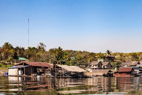 Thai river Mon village