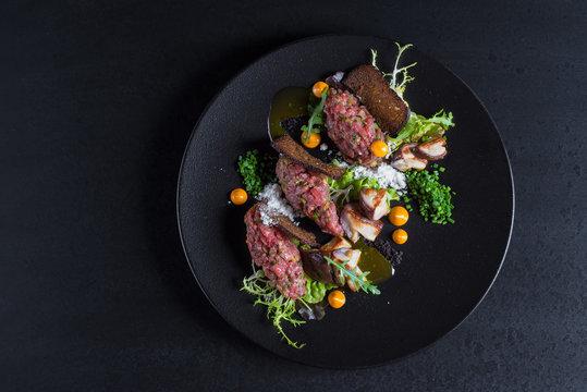 Beef tartar with bread