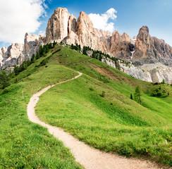 Sentiero verso le Dolomiti