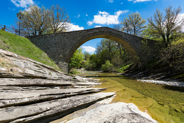 Spoed Foto op Canvas Brug View of the restored traditional stone bridge of Chrysavgi in Thessaly, Greece