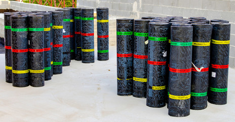 Rolls of bituminous waterproofing membrane for each type of hedge