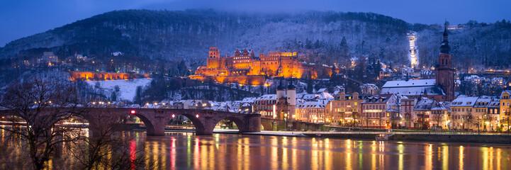 Fotomurales - Heidelberg Winter Panorama mit Schloss und Alte Brücke