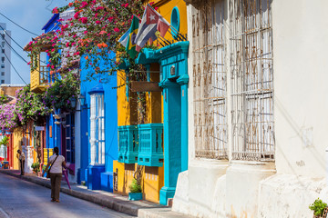 Foto op Aluminium Zuid-Amerika land The colorful houses of the Tumbamuertos street in the walled city of Cartagena de Indias