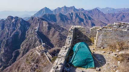 Fotobehang Chinese Muur Camping tent on the Great Wall of China