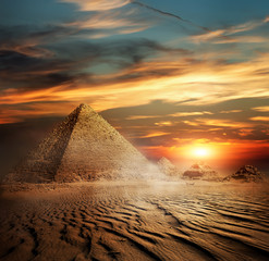 Papiers peints Egypte Pyramids in the desert