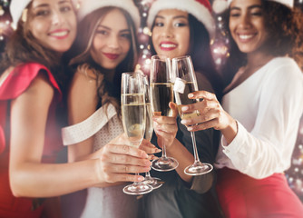 Poster de jardin Alcool Happy diverse women celebrating New Year together