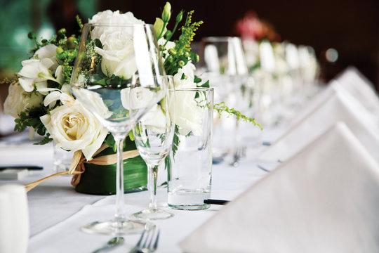 restoran table serving