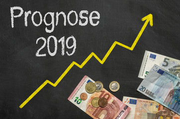Tafel mit Geld - Prognose 2019