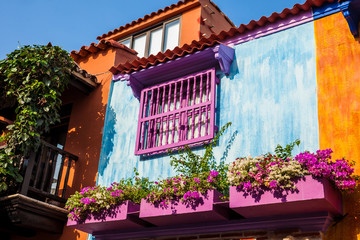 Fotorolgordijn Zuid-Amerika land The colorful colonial houses at the walled city of Cartagena de Indias