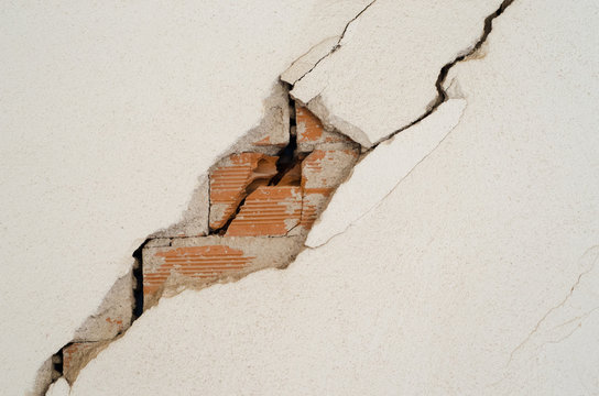 wall damage earthquake brick