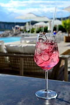 Raspberry wine spritzer