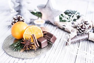 Orange und Zimtstange Anis Schokolade Dessert