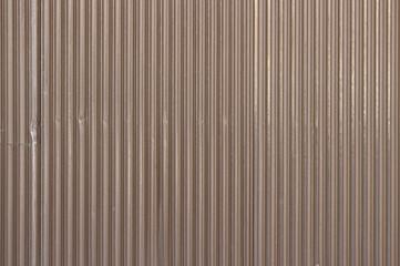 茶色のトタン壁