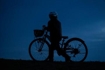 日没の丘のシルエット@武蔵野の森公園