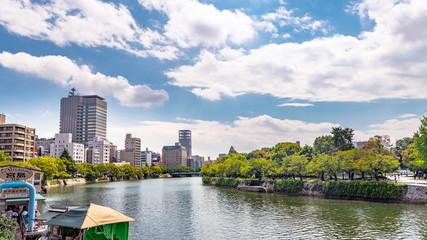 広島市街地と元安川の風景