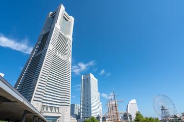 Deurstickers Stad gebouw 横浜ランドマークタワーとみなとみらいの風景