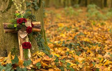 Ruhe in Frieden im Wald