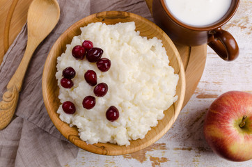 Rice pudding with red berries