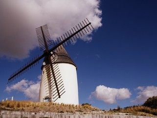 Papiers peints Moulins moulin de jard-sur-mer en vendée,au bord de la mer