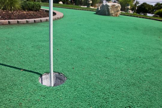 Mini golf hole