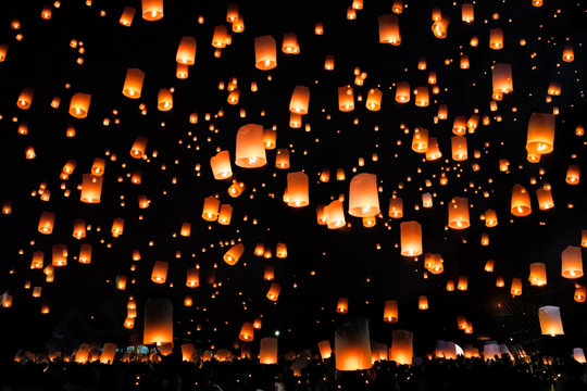 Thai peoples release sky lanterns to worship buddha's relics Chiang Mai sky lanterns festival or Yee Peng Lanna festival.