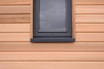 Fototapeta fenêtre sur une maisonnette en bois obraz