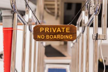 cartello di accesso a proprietà privata di panfilo