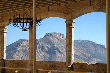 Galerie couverte avec vue sur la montagne