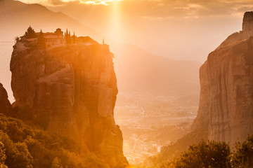 Photo Stands Melon Monastery of the Holy Trinity i in Meteora, Greece