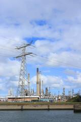 Industrieanlage am Hartelkanal im Europoort