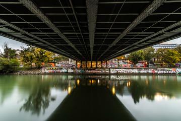 Donaukanal Wien - Unter einer Brücke