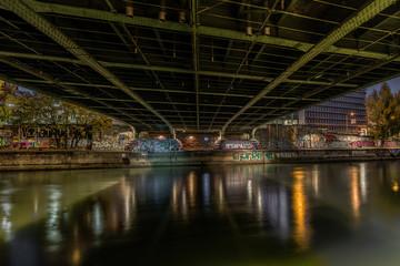 Donaukanal Wien - unter einer Brücke 1