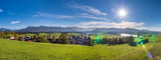 Panorama Landschaft bei Murnau und Riegsee vor den Alpen