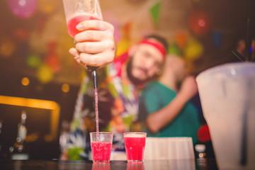 Obraz Vita notturna. Locale discoteca che fa festa con musica e cocktails - fototapety do salonu