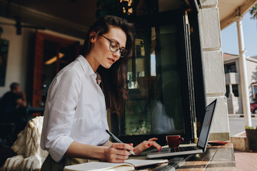 Businesswoman working from a coffee shop