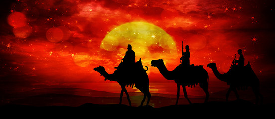 Poster Cuban Red Three kings - wandering in the desert in the light of the setting sun and flashes in the sky