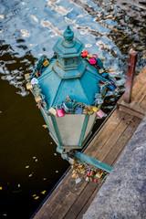 Cadenas sur un lampadaire du Pont des amours de Prague