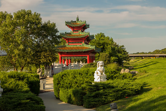 Robert D. Ray Asian Gardens, Chinese pavilion, Muto Recreation Area, Des Moines, Iowa, USA