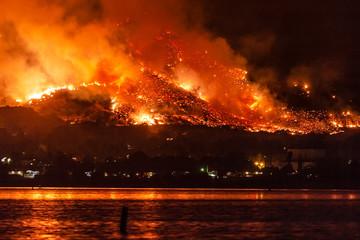 Wildfire near Lake Elsinore, California Fotomurales