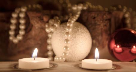 décoration de Noël et bougies flamboyante
