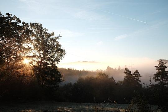 coucher de soleil brume montagne cantal auvergne france