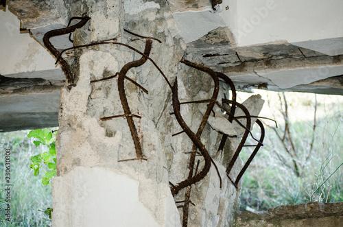 Earthquake damage column