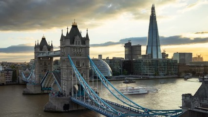 Fotomurales - time lapse London skyline with illuminated Tower bridge in sunset time, UK