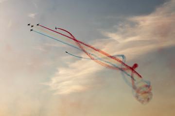 aviones haciendo acrobacias