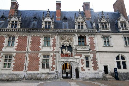 """Château royal de Blois, """"Châteaux de la Loire"""", façade intérieure, statue équestre de Louis XII, département du Loir-et-Cher, France"""