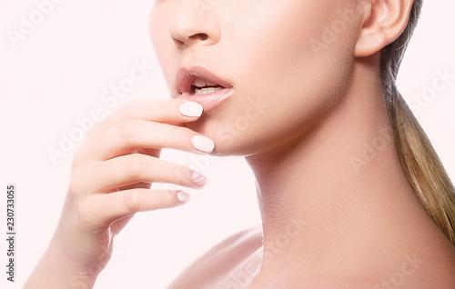 Finger Mädchen Mund nackt — foto 1