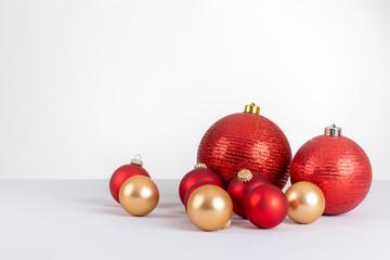 Einzelne Christbaumkugeln.Orthsmedien Photos Images Assets Adobe Stock